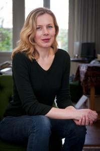 """Esther Gerritsen: """"Ik fileer eigenschappen zo dat ze normaal lijken, maar het niet zijn."""" Foto: Patricia Börger"""