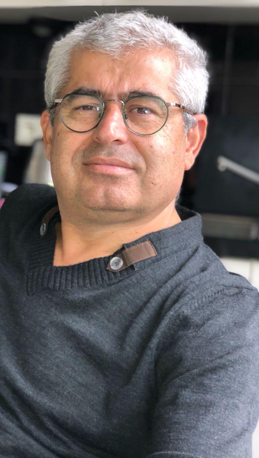 Ali Şerik vertraagt de waarneming in een op hol geslagen wereld
