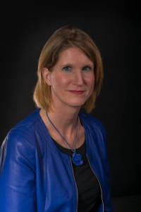 Jolanda Oudijk: 'Met mijn gedichten doorbreek ik de stilte.' Foto: VB Fotografie