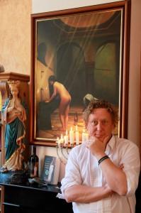 """""""In het jodendom beschouwen ze de Thora als een bruid die uitgekleed moet worden"""", zegt Geert Kimpen. Foto: Peter le Nobel"""