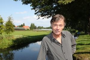 Kees van Beijnum raakte voor zijn boek 'Een soort familie' geïnspireerd door het desolate landschap van West-Friesland. Foto: Peter le Nobel