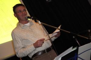Marco Houtschild mocht als winnaar zijn gedicht nog een keer voorlezen. Foto: Peter le Nobel