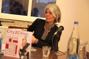 Anne Enquist houdt veel van Zweden en las tijdens de presentatie drie gedichten uit haar bundel 'De tweede helft' voor. Foto: Peter le Nobel
