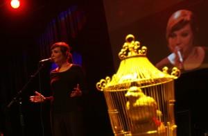 Ellen Deckwitz, een van de dichters die optreedt op de Slamnight, gratis toegankelijk naast de Nacht van de Poëzie. Foto: Peter de Jong