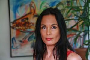 Tien jaar terug schreef Marion Bloem het gedicht 'Vrijheid'. Nu nodigt ze iedereen uit om het in alle mogelijke talen te vertalen.