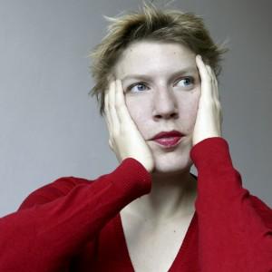 Schrijfster/Cabaretier Paulien Cornelisse, bekend van 'Taal is zeg maar echt mijn ding', treedt op. Foto: Arenda Oomen