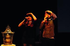 Ellen Deckwitz en Daan Doesborgh presenteren de Poetryslam. Foto: Alexander van der Linden